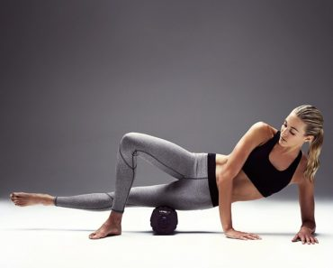 Foam roll excercise women